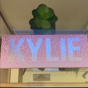 NWT Kylie Jenner Pressed Powder Palette